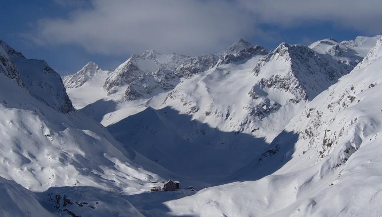 In allen Hangrichtungen und Höhenlagen werden Schneeprofile gemacht!
