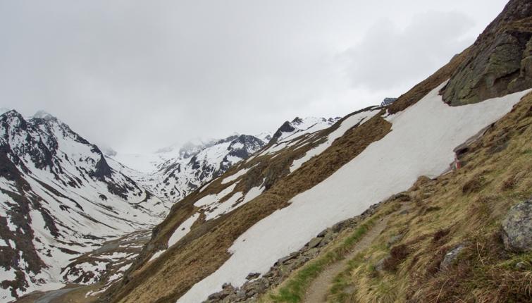 Eine ernst zu nehmende Gefahr stellen die Altschneefelder dar.