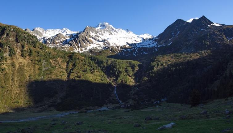 In der Nordhälfte trifft man oberhalb von ca.2400m auf eine großteils geschlossene Schneedecke!
