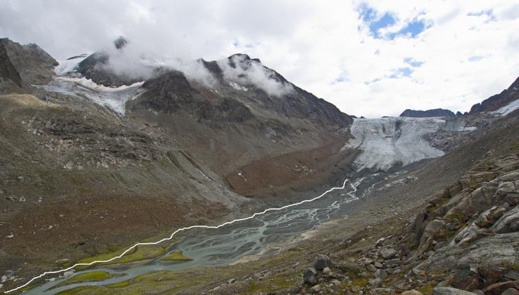 Die Linie zeigt in etwa den Verlauf des derzeitigen Zustieg zum Gletscher
