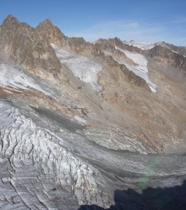 Im Vordergrund der Alpeiner Ferner dahinter der Blick auf die Reste von Wildgrat und Verborgene Berg Ferner