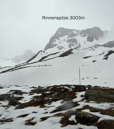 Das Bild veranschaulicht gut die Situation der derzeitigen Schneelag in den Hochkaren oberhalb etwa 2500m
