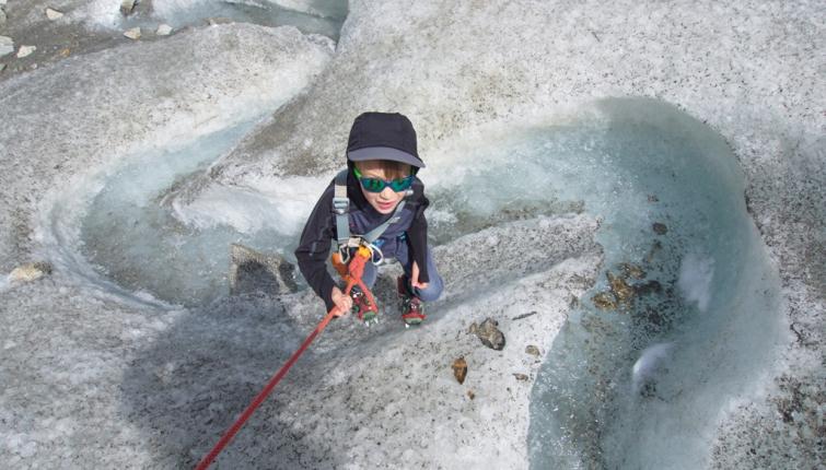 Ein tolles Gefühl -das erstemal am Gletscher mit Steigeisen.