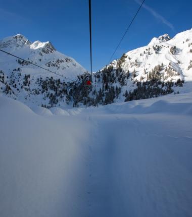 Blick aus der Talstation unserer Materialseilbahn