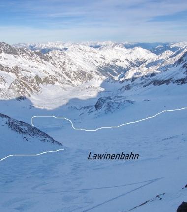 Riesiges altes Schneebrett am Sommrwandferner!